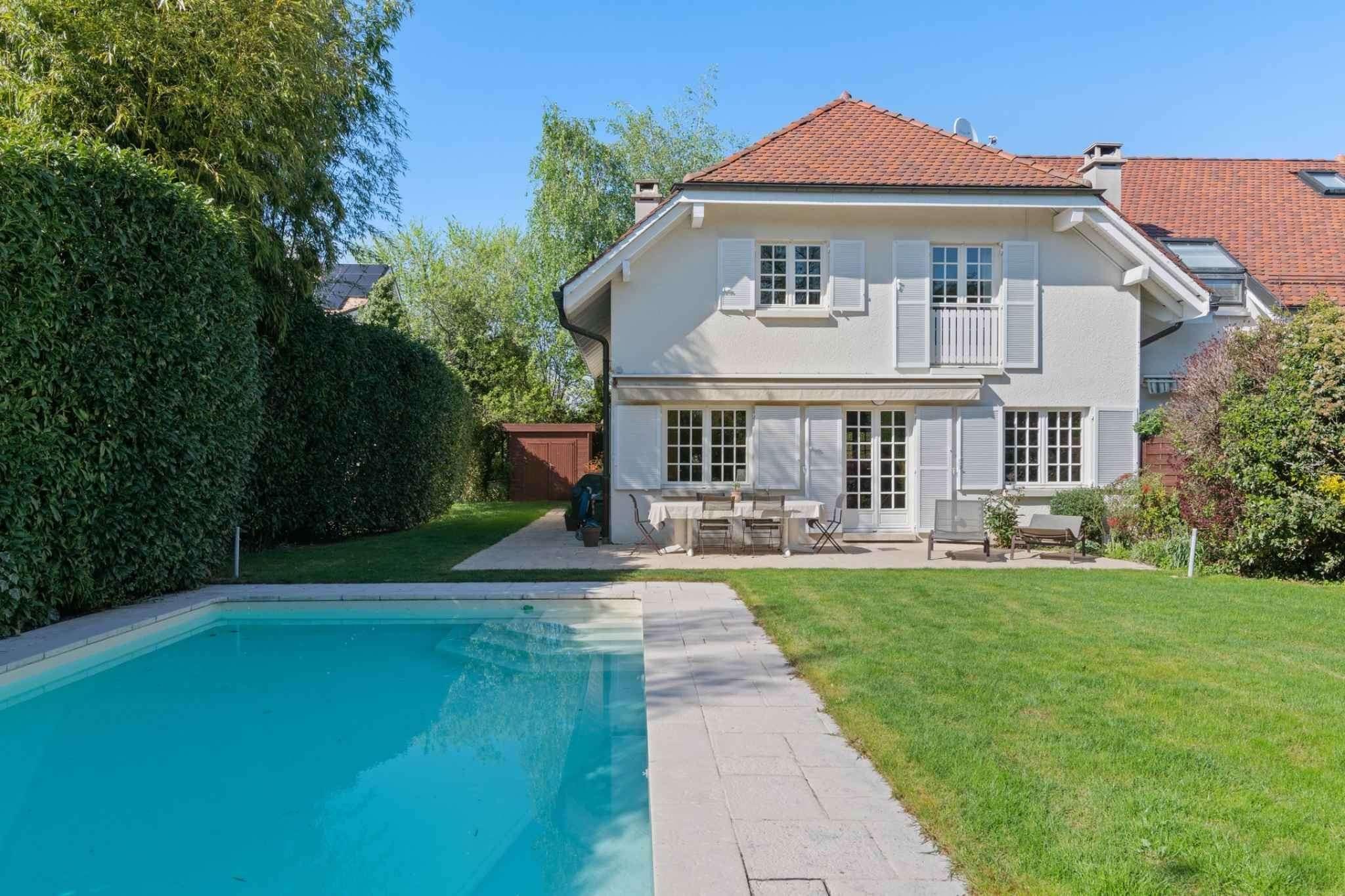 Belle villa mitoyenne avec piscine