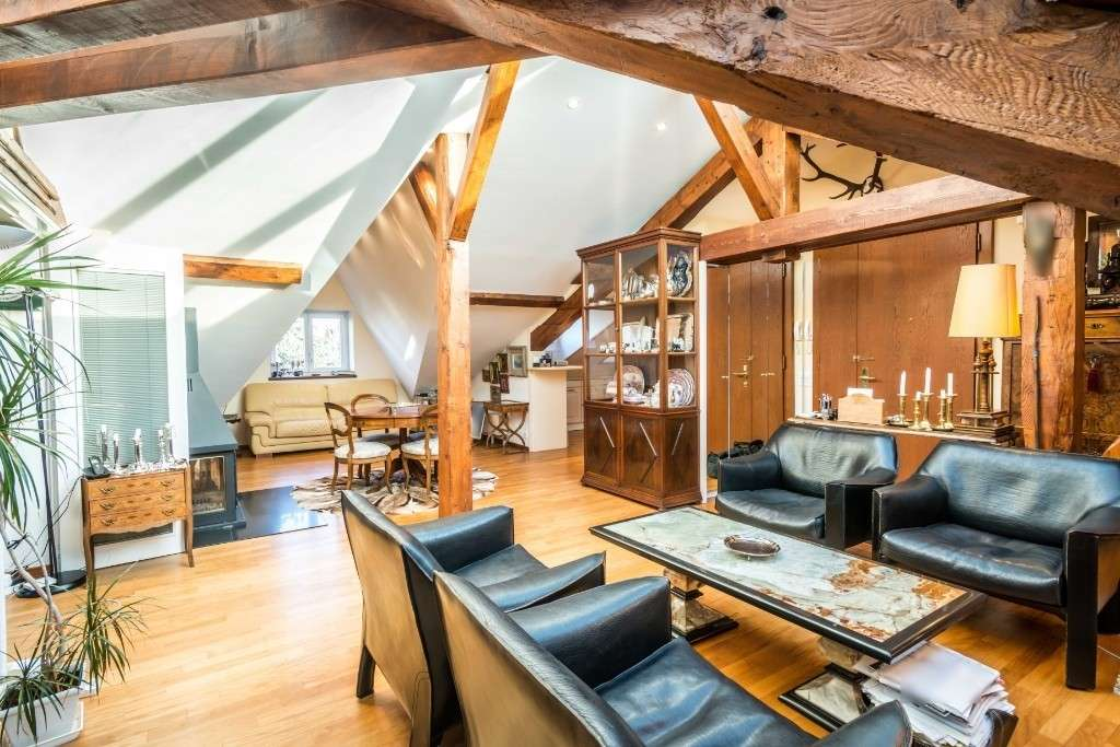 Striking spacious apartment under roof of listed building