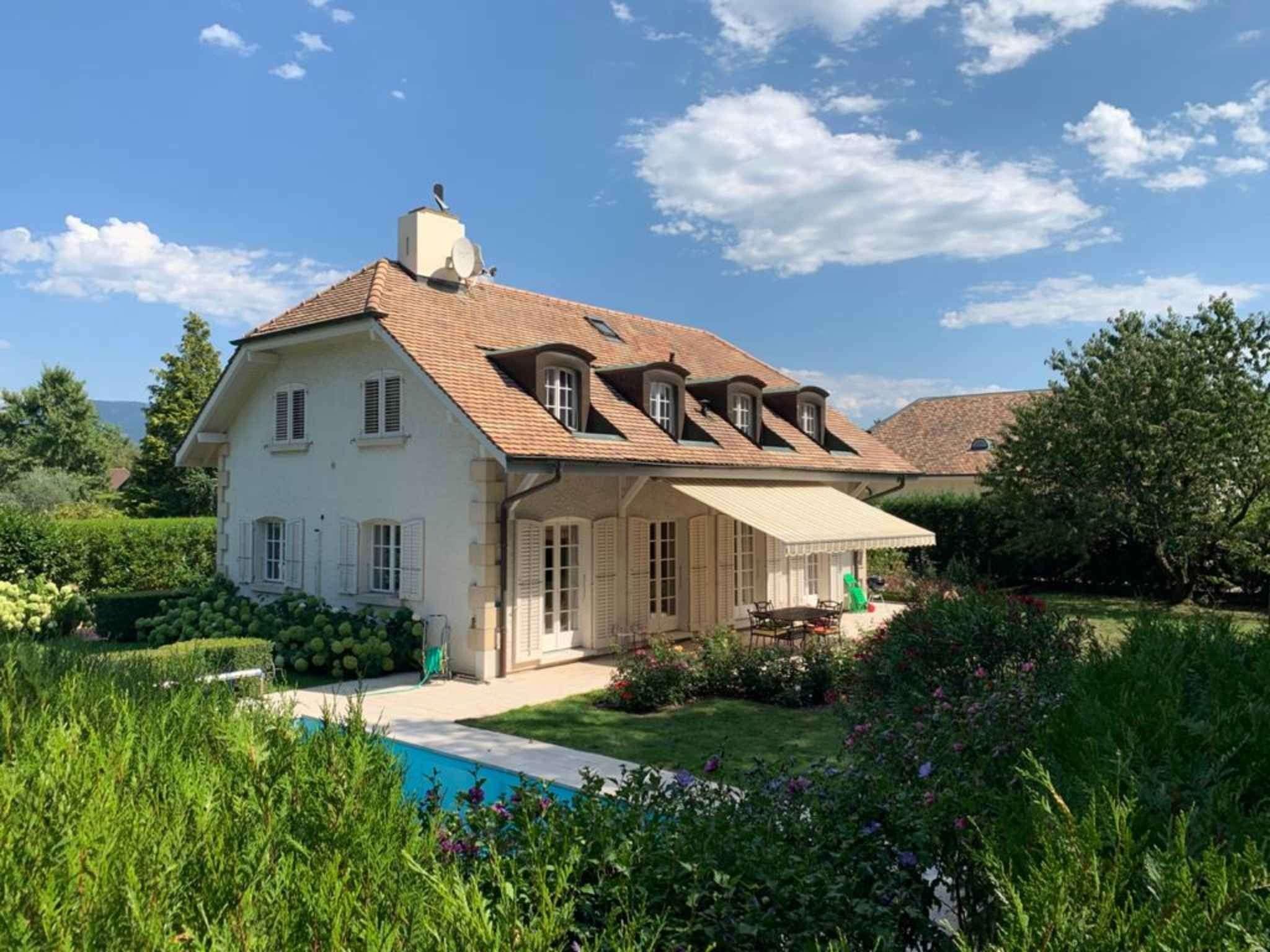 Vandoeuvres: Splendid detached villa with pool
