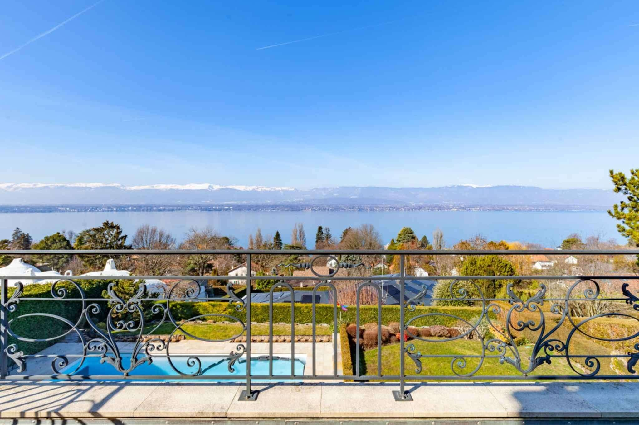 Stunning view of Lake Léman and Jura mountain range